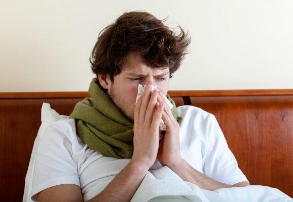 Лучшее средство от насморка взрослым. Рейтинг: эффективные аптечные препараты, народные средства, как вылечить насморк в домашних условиях